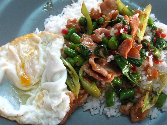 pad gur pow moo kai dow 17 Reasons You Know You Love Southeast Asia