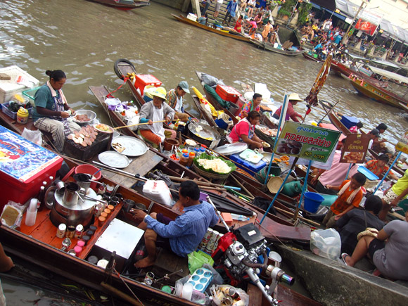 amphawa floating market Amphawa Floating Market: The Ultimate Bouyant Utopia