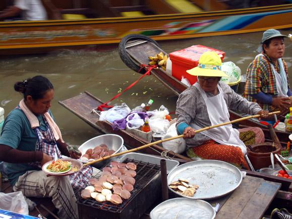 amphawa market floating Amphawa Floating Market: The Ultimate Bouyant Utopia