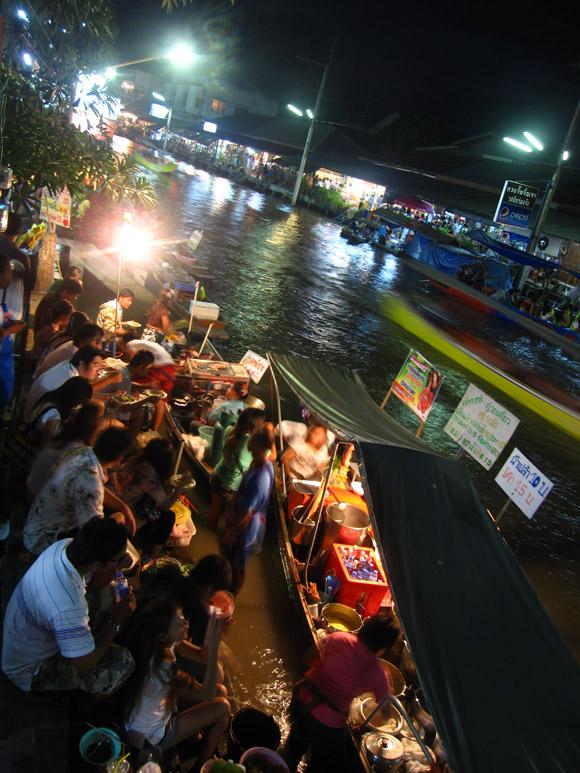 amphawa night market Amphawa Floating Market: The Ultimate Bouyant Utopia