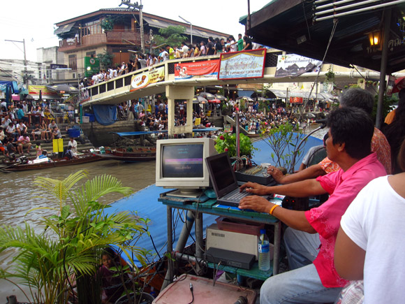 karaoke amphawa floating market Amphawa Floating Market: The Ultimate Bouyant Utopia