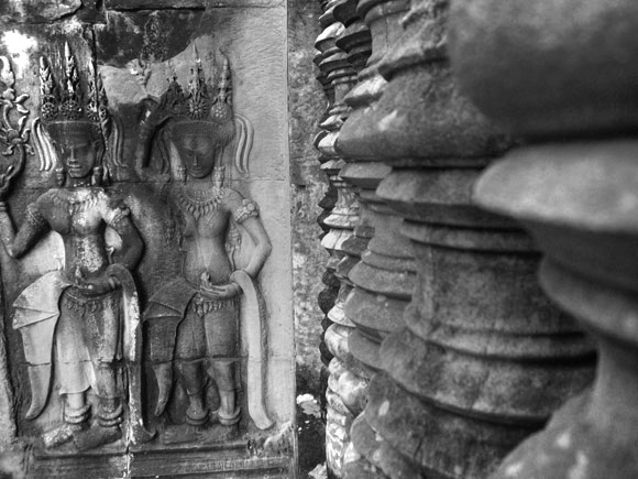 carving at angkor wat