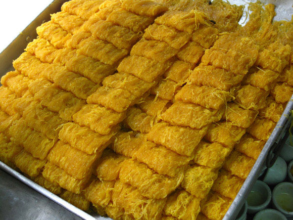 foi tong Thai Desserts (Khanom Wan Thai): The Ultimate Thailand Sweets Guide