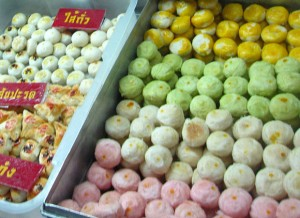 khanom pia 300x218 Thai Desserts (Khanom Wan Thai): The Ultimate Thailand Sweets Guide