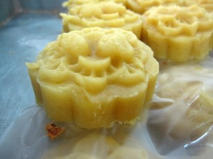 khanom tua tat 300x225 Thai Desserts (Khanom Wan Thai): The Ultimate Thailand Sweets Guide
