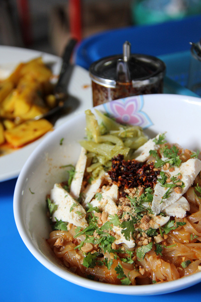 burmese food video A Lesson on Burmese Street Food (VIDEO)
