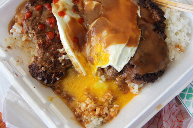 loco moco1 Loco Moco   Hawaiis Most Sloppy and Comforting Delicacy