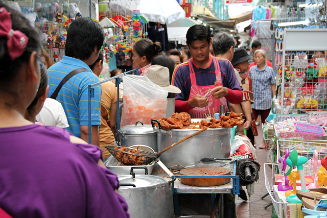 The 6 Most Popular Shopping Markets in Bangkok