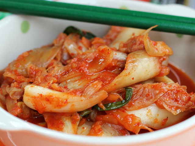 South korean food 29 of the best tasting dishes south korean food chili pickled cabbage kimchi forumfinder Choice Image