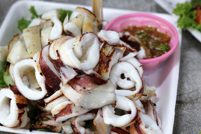Pla Meuk Yang (grilled squid ปลาหมึกย่าง)