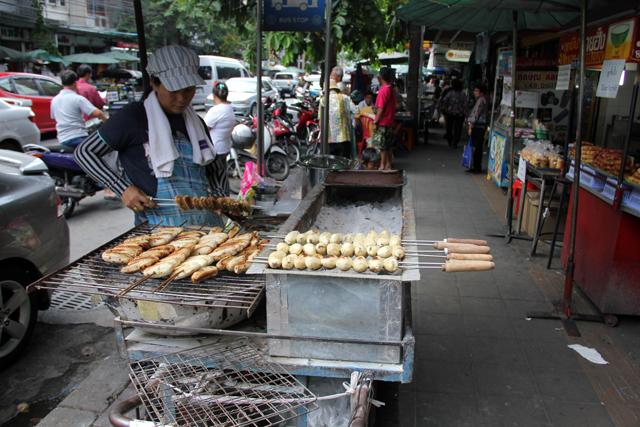 Roasted bananas at Bangkok's Sriyan Market (ตลาดศรีย่าน)