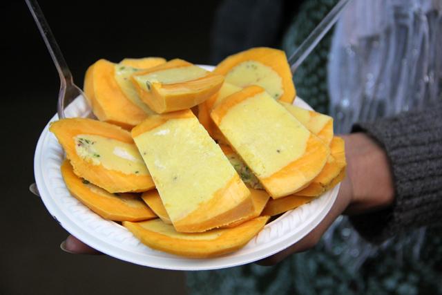 A plate of mango kulfi in Delhi, India
