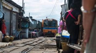 maeklong-railroad-market