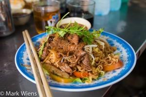 Mì gói xào bò - noodles with beef