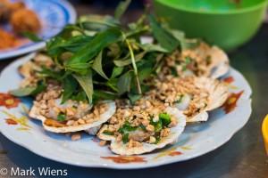 Sò điệp nướng mỡ hành - scallops with peanuts and scallions