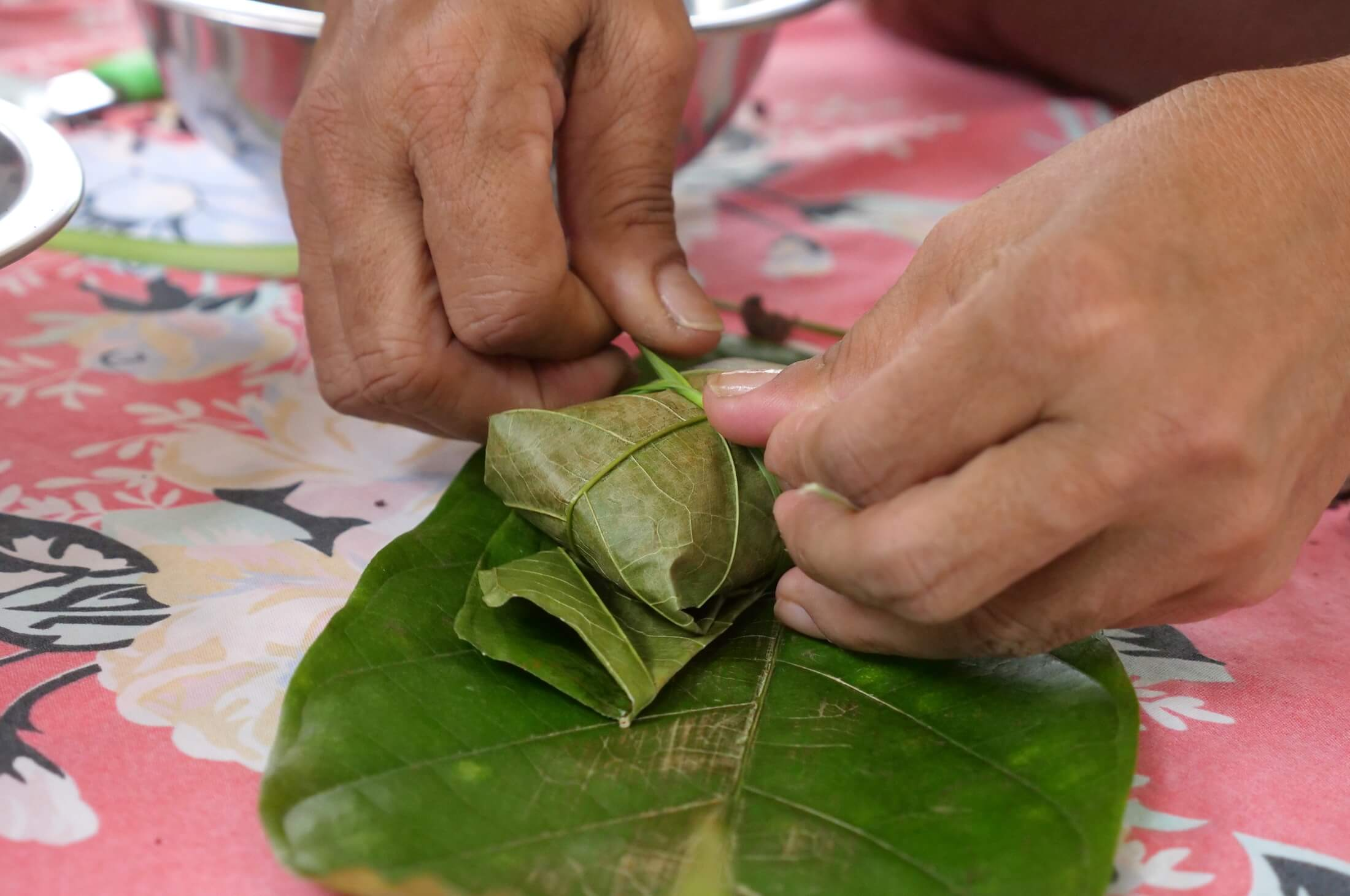 Using cacao leaves to wrap the fresh cacoa, it takes about a week for the entire process to be ready for consumption