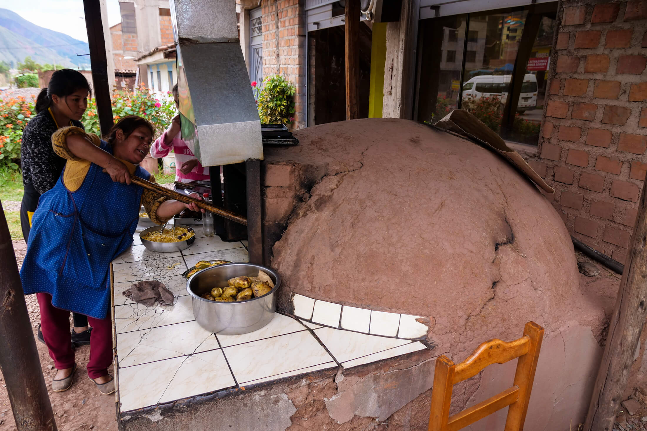 Clay ovens will allow the cuy to Heat more evenly from all sides.